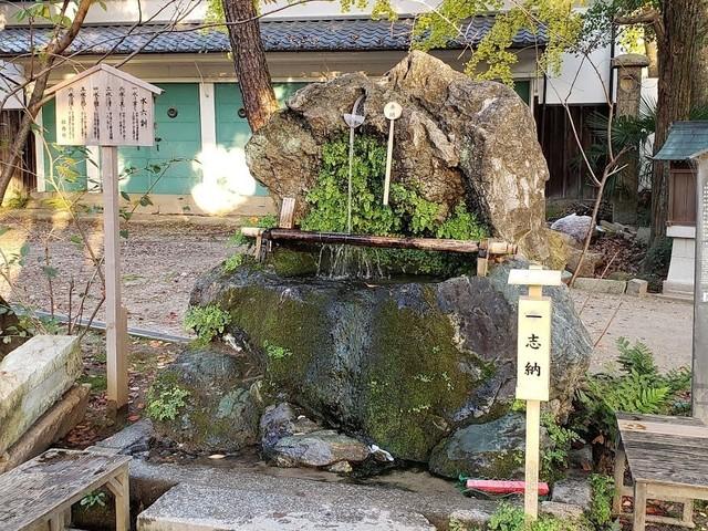 不二の水藤森神社.jpg